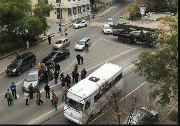 В центре Севастополя произошло ДТП автокрана и пассажирского автобуса