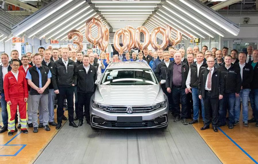Volkswagen выпустил юбилейный 30-миллионный Passat