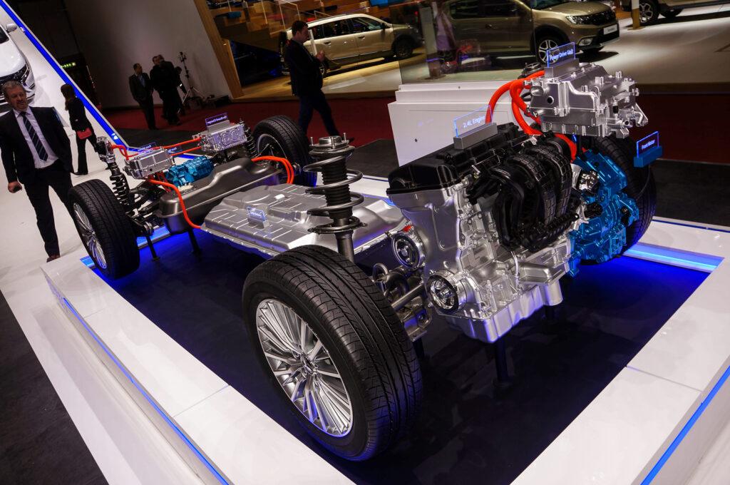 Обновленный гибридный Mitsubishi Outlander PHEV представлен в Женеве