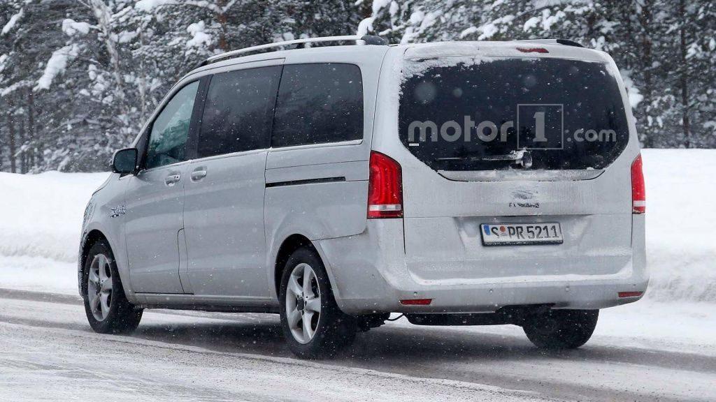 "Обновлённый фургон Mercedes-Benz V-Class ""попался"" журналистам"