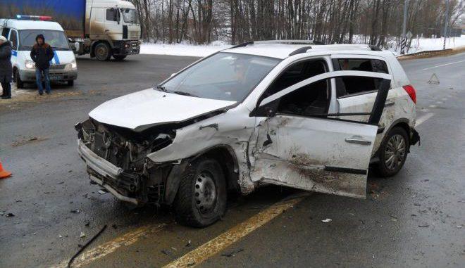Двое пострадали в жестком ДТП двух иномарок под Орлом