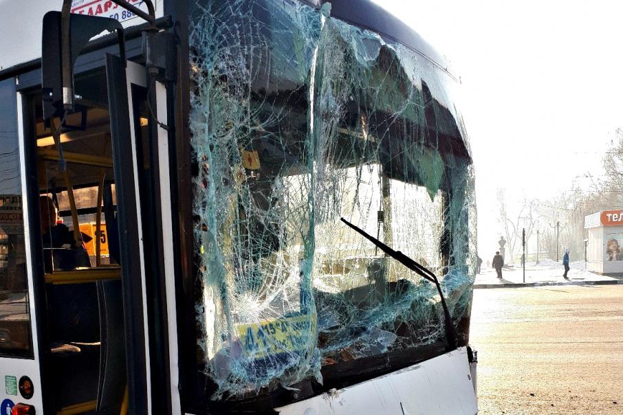 Протаранила пассажирский автобус грузовая «Газель» в Самаре