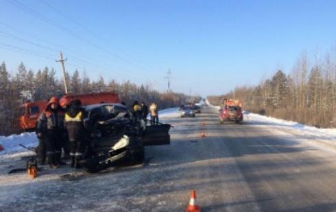 Водитель иномарки погиб в смертельной аварии в Октябрьском районе, четверо в больнице