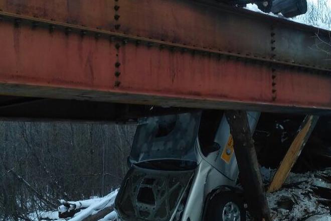 Машина провалилась под мост в Тындинском районе