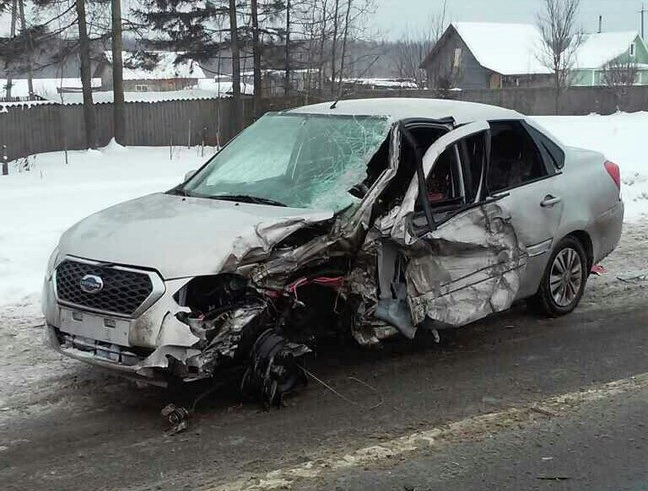 Водитель иномарки пострадал в Вологодском районе в аварии с КамАЗом