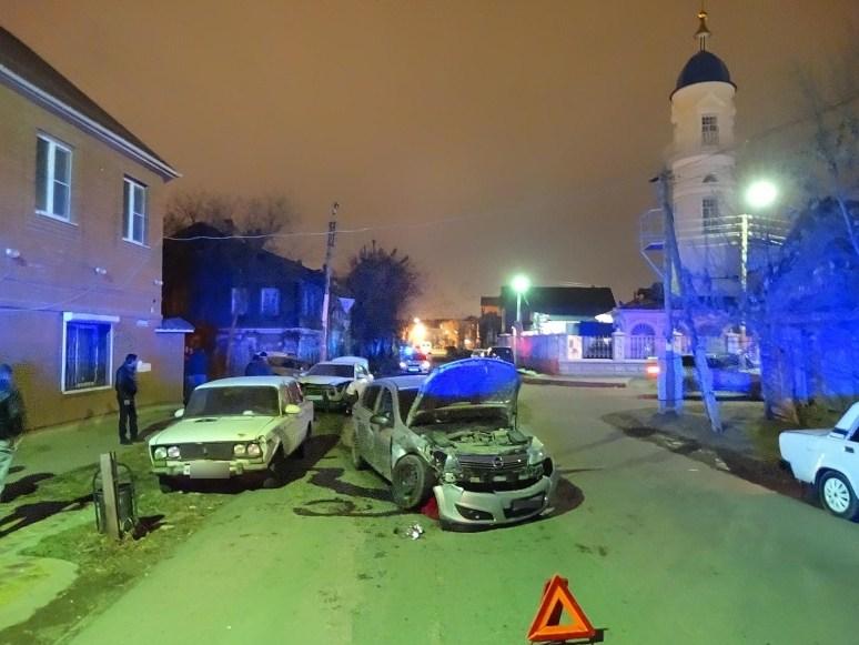 Водитель с десятками неоплаченных штрафов устроил тройное ДТП в Астрахани