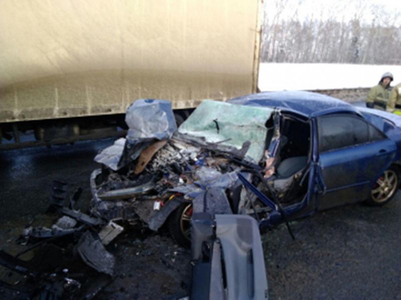 В Вязниковском районе «КамАЗ» раздавил легковушку, погиб водитель