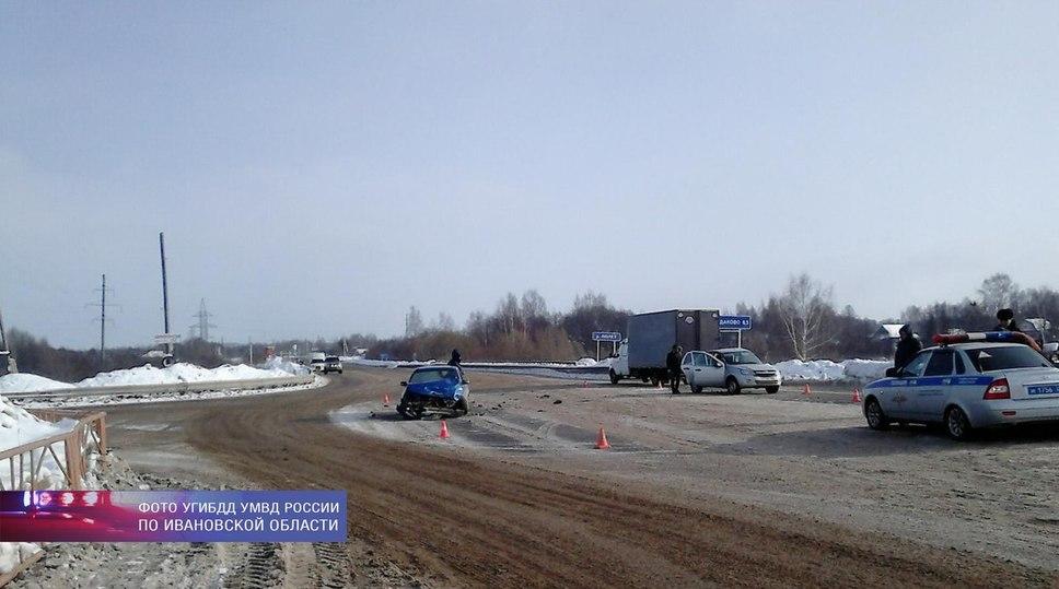 Полицейский на служебной машине протаранил «Дэу» в Ивановской области