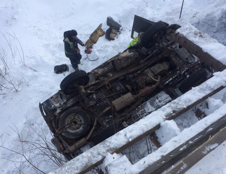 УАЗ вылетел с моста и перевернулся под Костромой, пострадал водитель