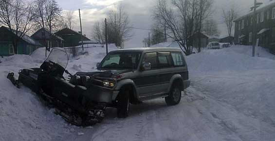 Мужчина пострадал на Камчатке в жестком ДТП внедорожника и снегохода