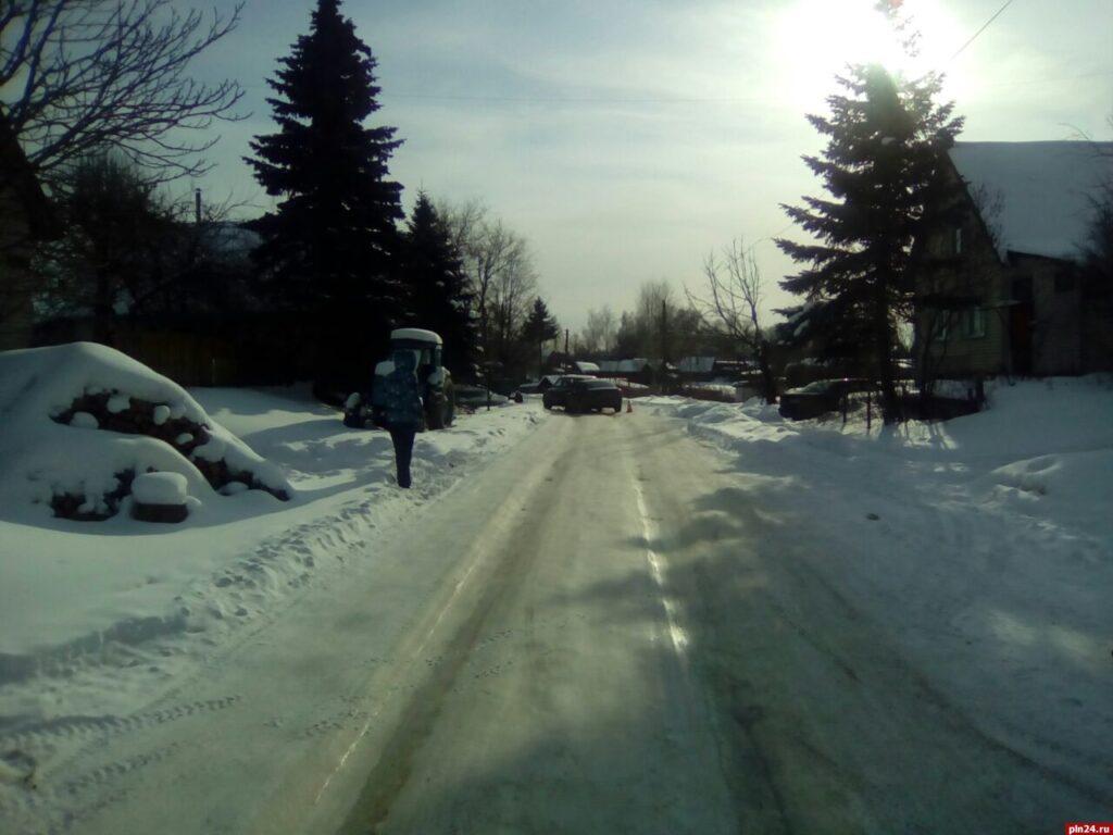 В Великолукском районе две автоледи не поделили дорогу