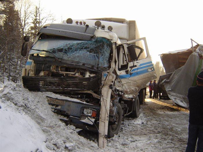 Водитель пострадал в жутком ДТП двух фур в Новоспасском районе