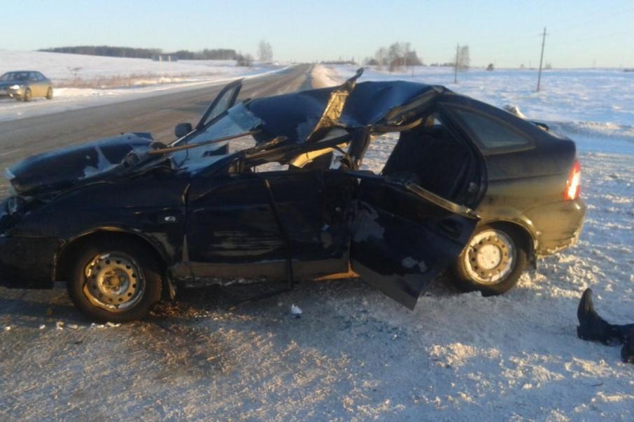 Ночью в Прикамье водитель Lada разбился насмерть о трактор