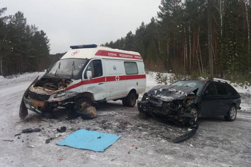 """В Киренском районе Honda протаранила машину """"Скорой"""", есть пострадавшие"""
