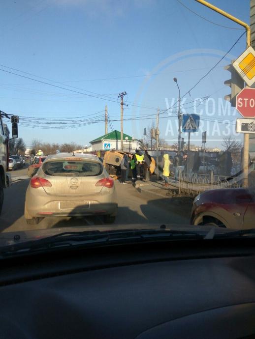 """""""Переворот"""" маршрутки в Астрахани, есть пострадавшие"""