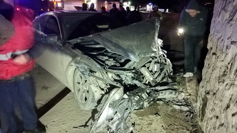 «Мерседес» и ВАЗ разбились в жутком ДТП на трассе в Крыму