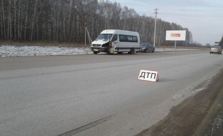 Водитель пассажирского автобуса жестко протаранил легковушку в Башкирии