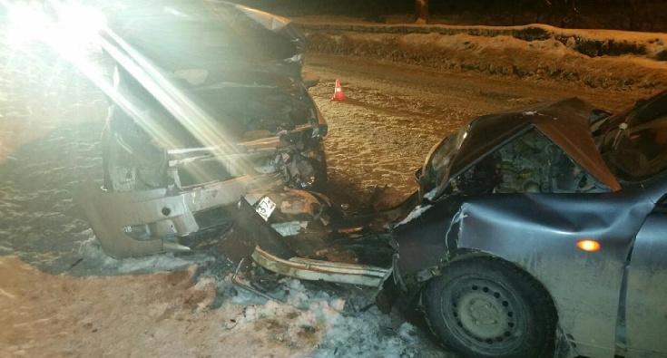 Лоб в лоб столкнулись иномарки на улице Радищева в Иванове, водители в больнице