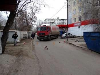 Водитель фуры раздавил пенсионерку у супермаркета в Астрахани