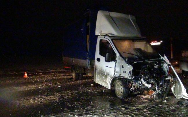 Грузовик раздавил легковушку на трассе в Курганской области