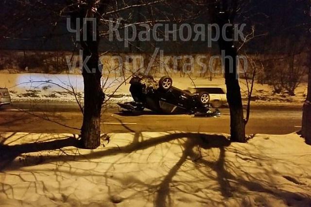 Внедорожник перевернулся на крышу на правобережье Красноярска сегодня ночью