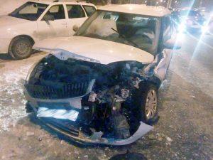В Тольятти погрузчик протаранил легковушку и покалечил автоледи