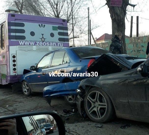 Тройное ДТП с участием рейсового автобуса произошло в Астрахани