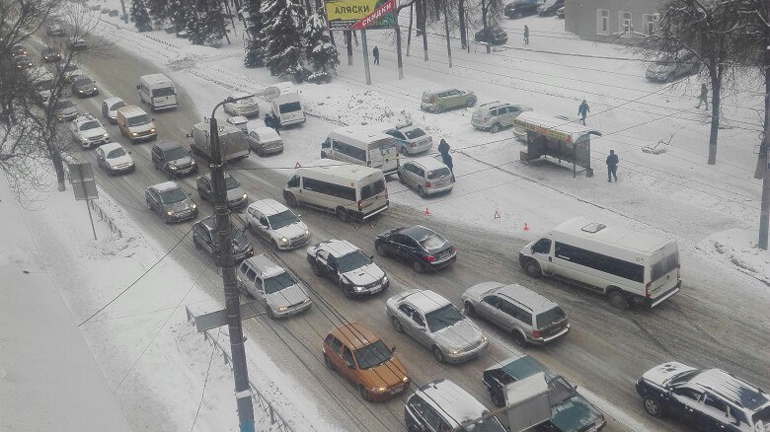 Массовое ДТП из шести машин произошло на улице Красноармейской