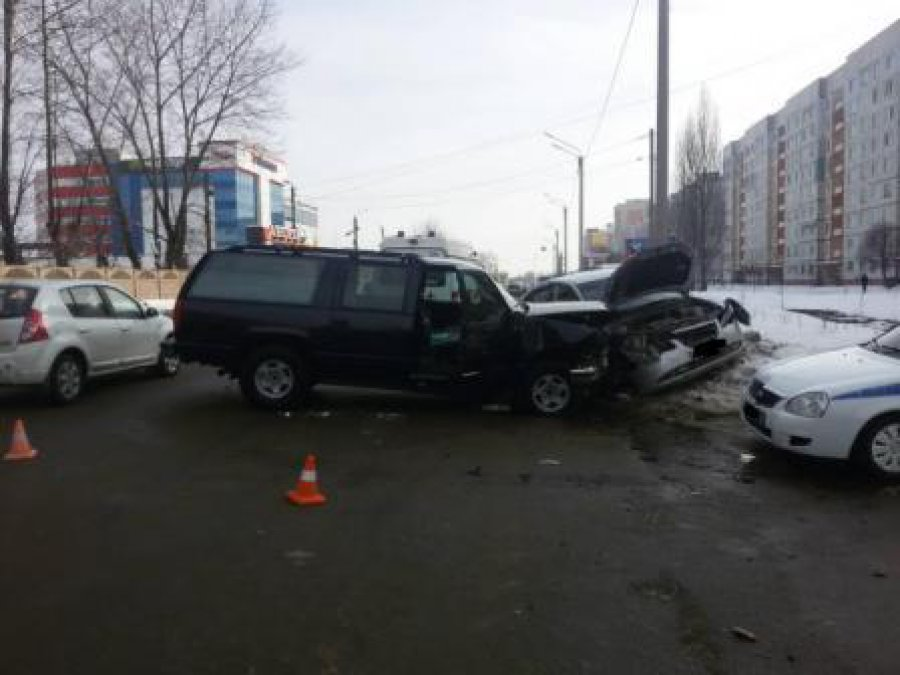 28-летняя девушка пострадала в ДТП на улице Бурова в Брянске