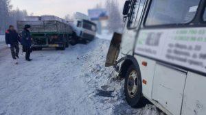 В Томске три человека пострадали в ДТП с автобусом и МАЗом