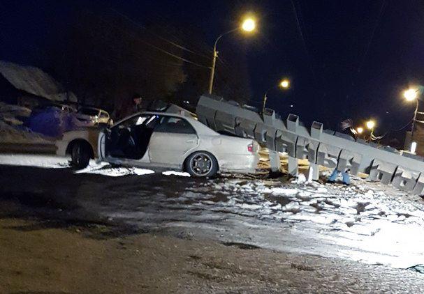 В Воронеже 25-летний водитель снес стелу «Песчаный лог» и попал в больницу