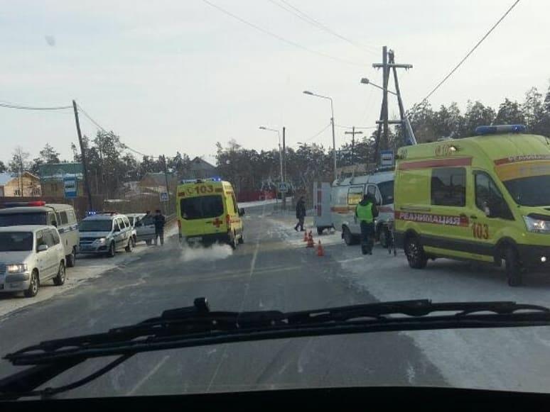 Автомобиль разбился всмятку в Якутске, пострадали двое