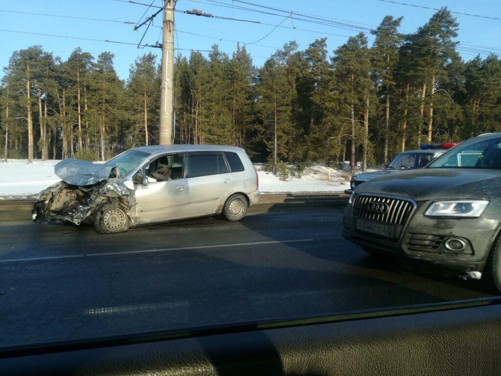 Двое взрослых и ребенок пострадали в ДТП на Змеиногорском тракте в Барнауле