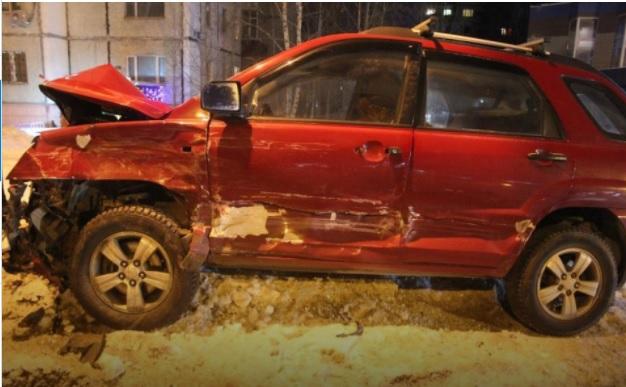 Три человека пострадали в Сургуте в жестком ДТП Лексуса и Киа