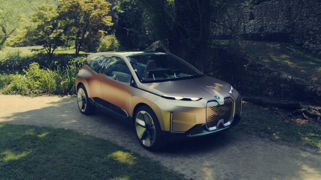 Новые модели BMW получат рулевое колесо странной формы