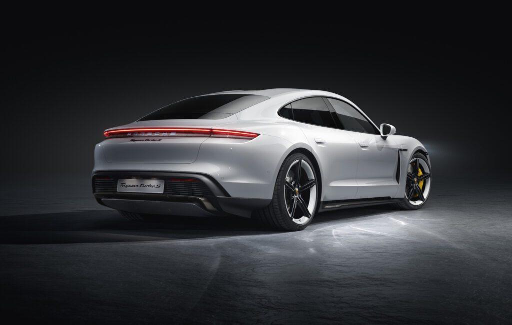 Porsche представил первый электромобиль бренда