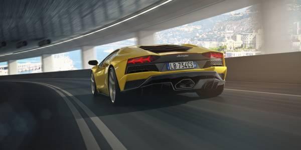 На шпионском видео засветился Lamborghini Aventador SVJ 2020