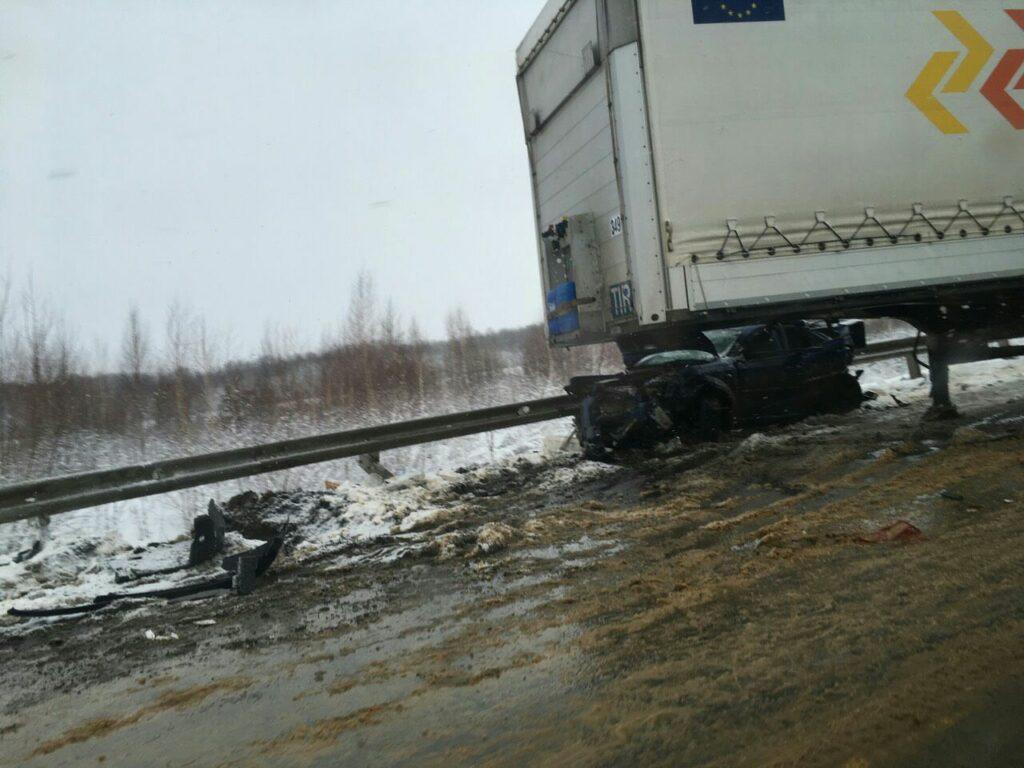 В Елецком районе произошло ДТП с участием двух иномарок и фуры