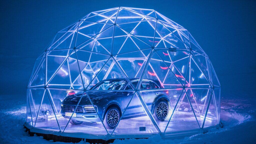 Высокогорный «поп-ап стор» открыла Компания Porsche