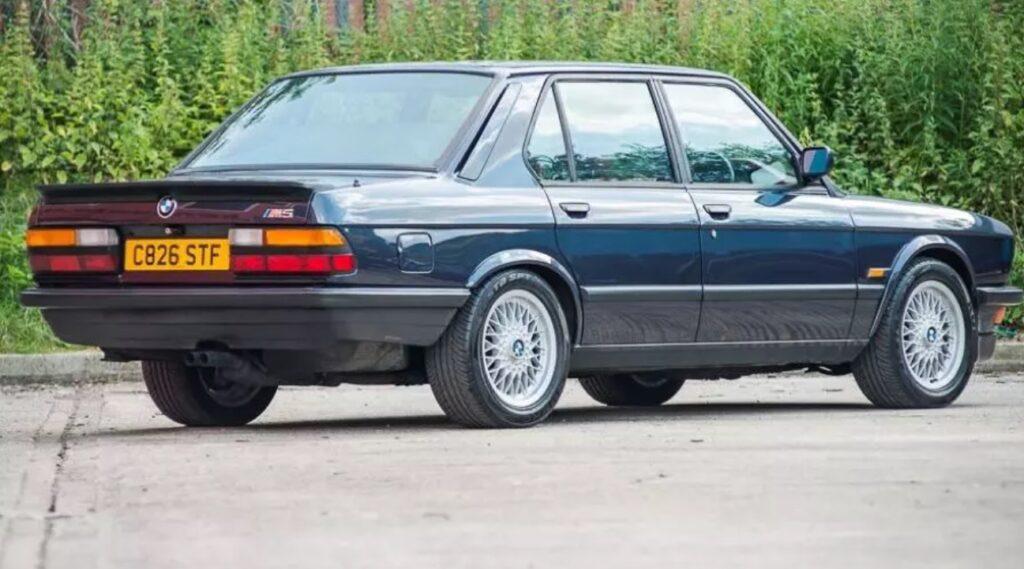Уникальная BMW E28 с правым рулем выставлена на аукцион