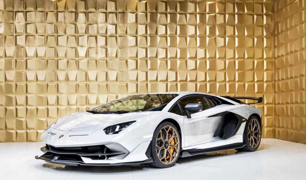 Белый Lamborghini Aventador SVJ выставили на продажу