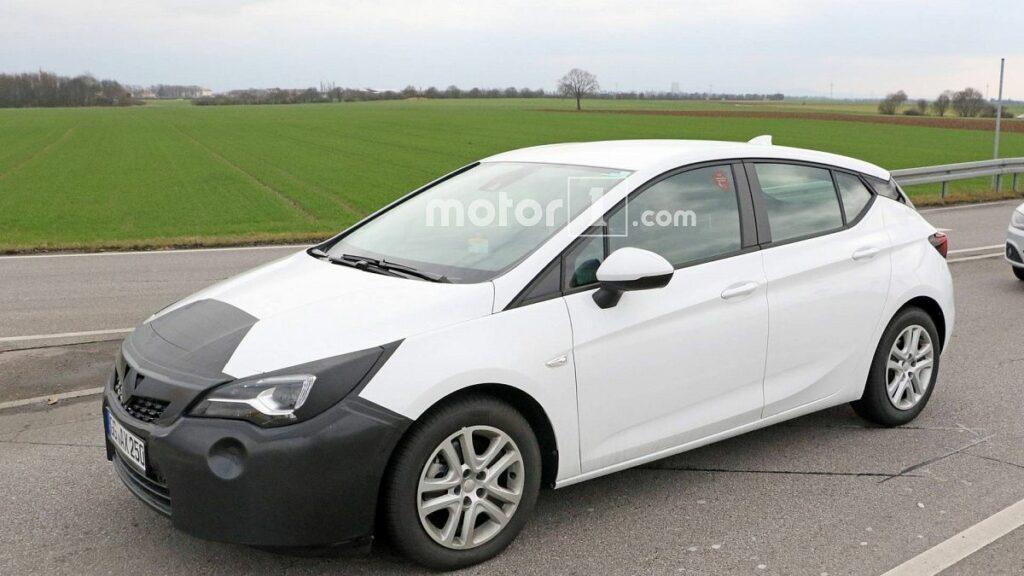 Opel вывела на тесты обновленный хэтчбек Opel Astra