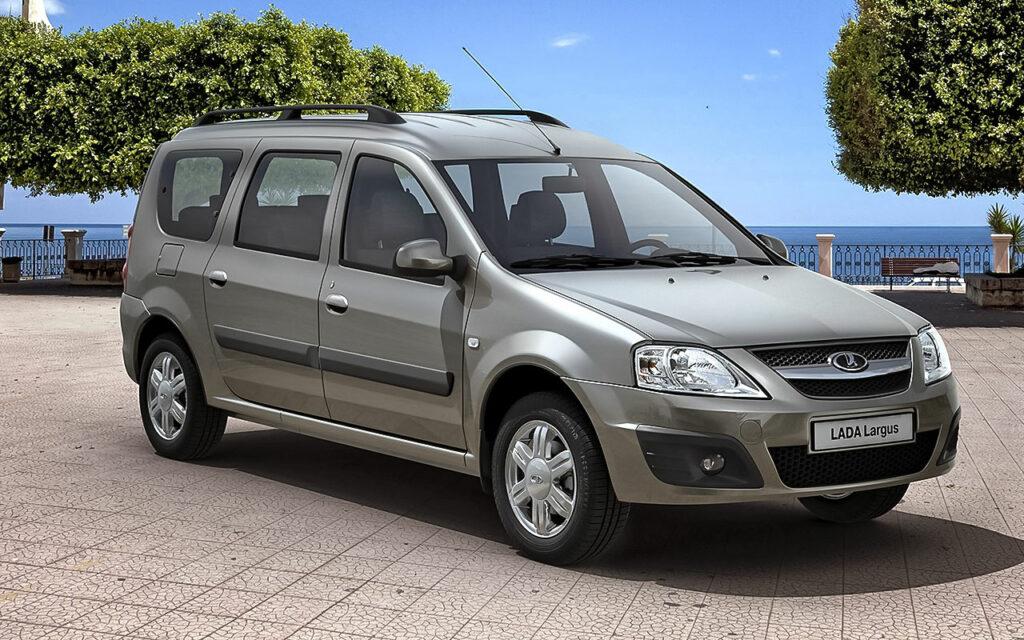 Универсал и фургон Lada Largus получили новые версии