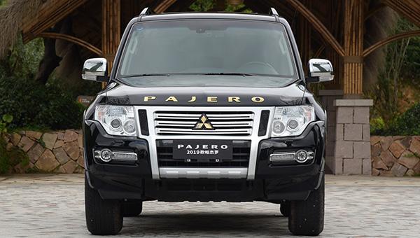 Mitsubishi озвучила цены на обновленный внедорожник Pajero 2019 года
