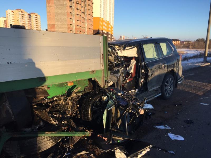 Водитель Lexus погиб в страшном ДТП на Загородном шоссе