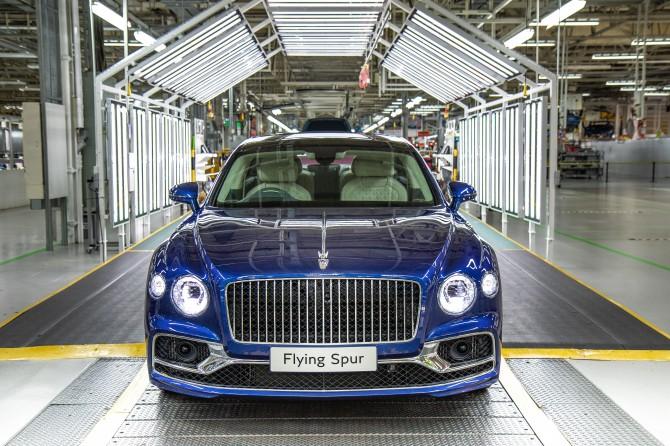 Bentley запустил в производство новый Flying Spur