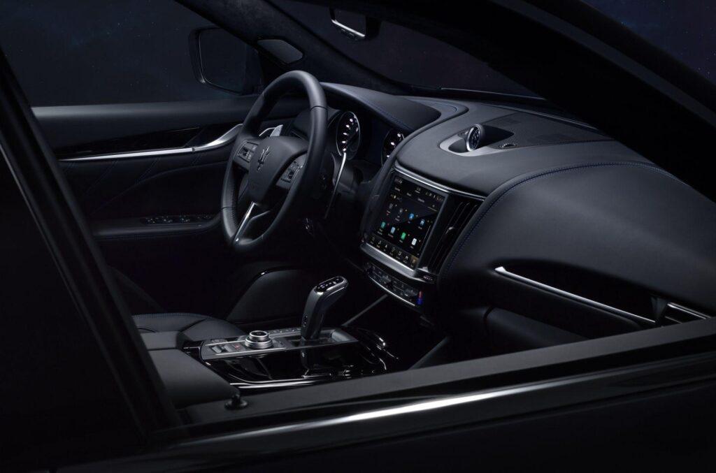 Maserati презентовала первый гибридный кроссовер в своей истории