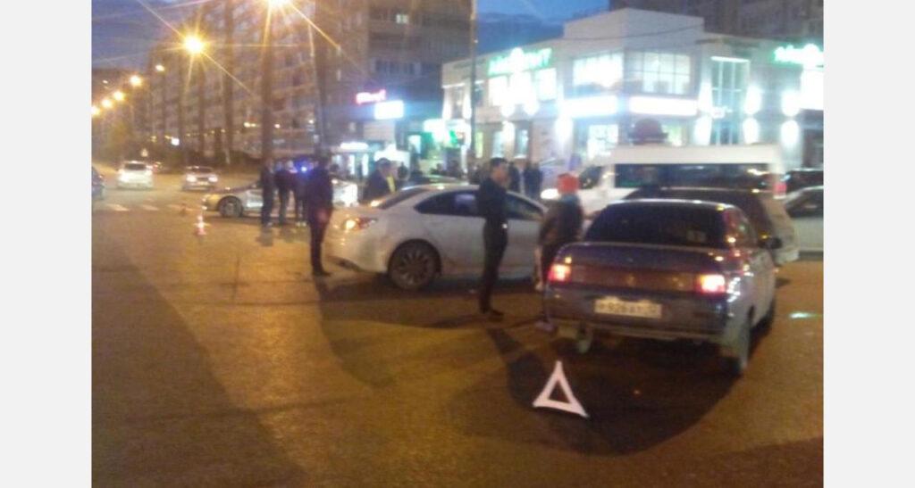 Девушка-водитель на «ВАЗ-2110» устроила массовое ДТП в Йошкар-Оле