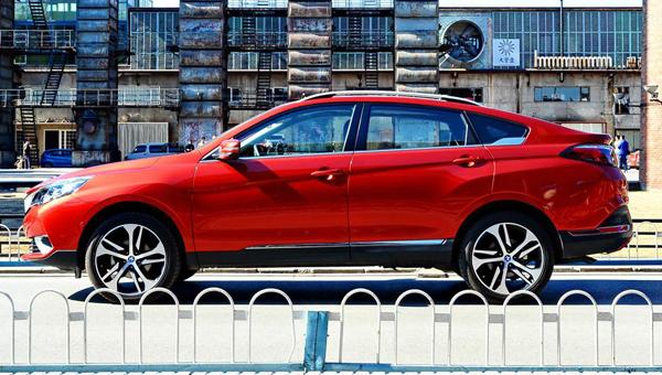 Китайский клон кроссовера Nissan Murano стал «мягким гибридом»
