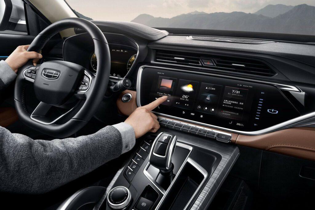 Новый Geely Atlas Pro с двигателем от Volvo представили официально